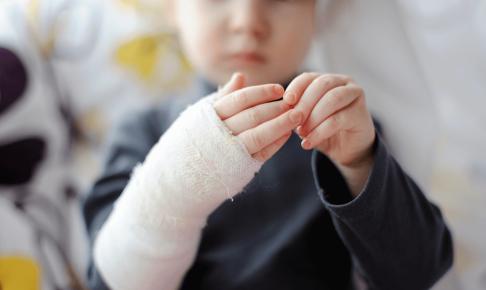入院時に起こる子どもの事故と看護師が知るべき注意点