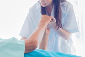 体験談:がん看護専門看護師の役割や苦労、活動場所