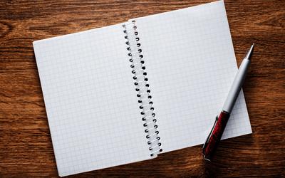 書きやすい3色ボールペンとメモ帳