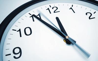 勤務時間や勤務形態の確認を行う