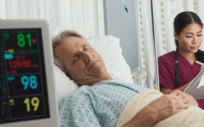 急性期にある患者は、さまざまな検査や治療をおこなっています
