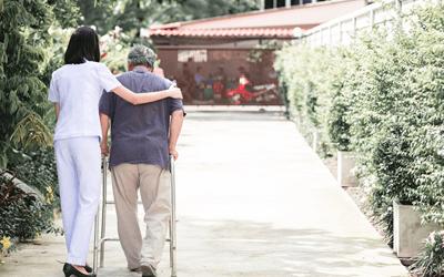 旅行や移動での患者の付き添い