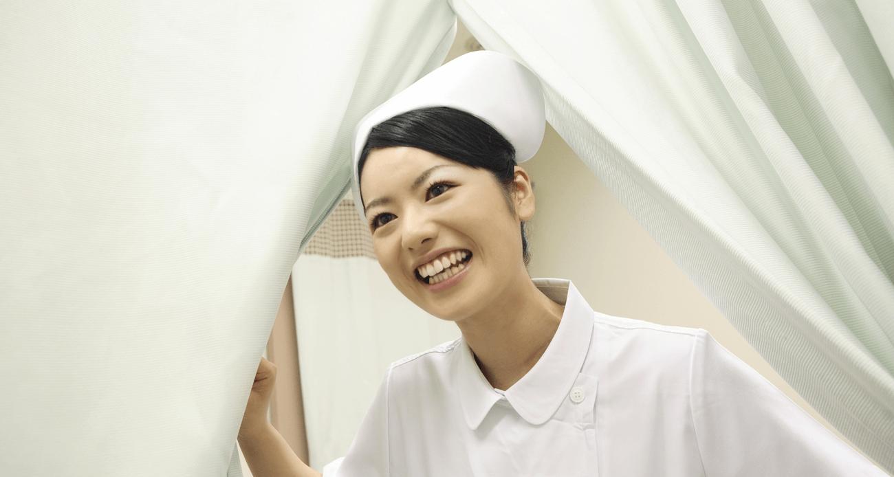 ナースキャップが廃止された理由と看護師の白衣(ナースウェア)の変化