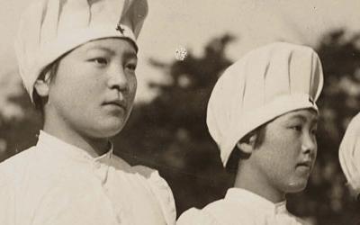 日本赤十字社が戦場に従軍看護師を送り出すために採用された白衣