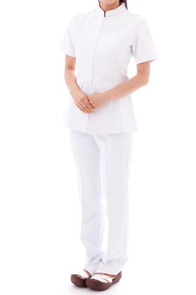 パンツスタイルの白衣(ナースウェア)