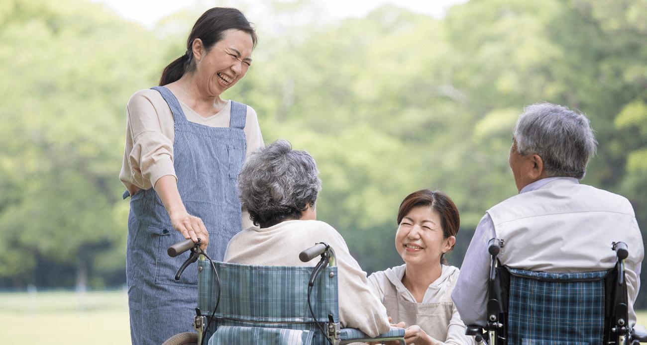 現場の看護師解説!介護老人保健施設で働くメリットとデメリットとは?